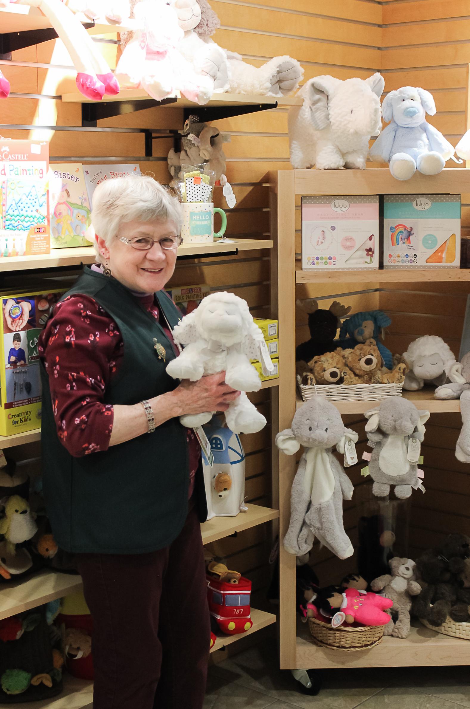 Volunteers_Gift Shop-7